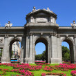 Madrid Puerta de Alcala with flower gardens — ストック写真