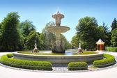 Madrid fuente de alcachofa en el parque del retiro — Foto de Stock
