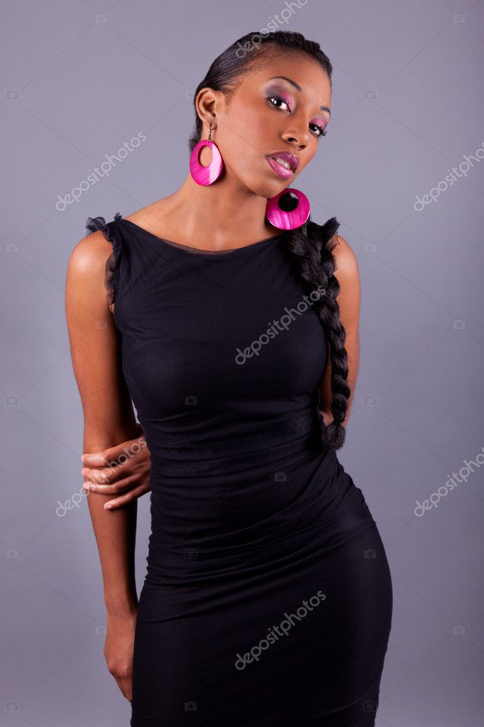 Fashion portrait of a young beautiful african american woman — Stock Photo #7662236