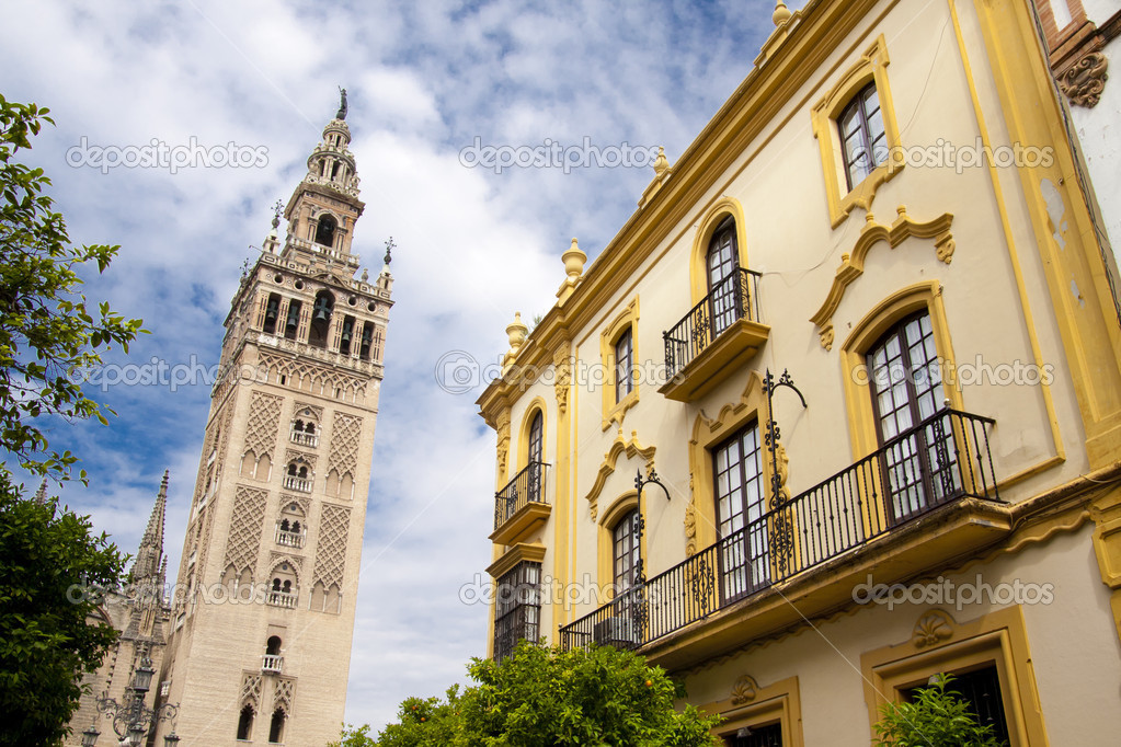 Cathedral of Seville, Spain, and the tower La giralda — Stock Photo #6842320