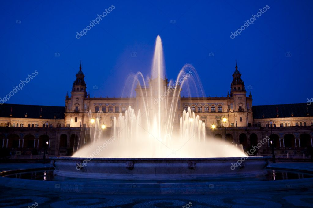 A view of the Plaza de Espana in Seville at dusk, Spain — Stock Photo #6842500