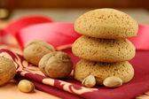грецкий орех, фисташки и печенье — Стоковое фото