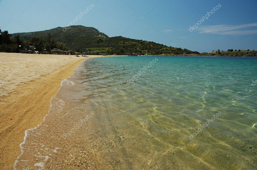 Crystal clear waters of Toroni beach at Sitonia, Halkidiki, Greece — Stock Photo #6818452