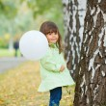 Little girl in green walking park. — Stock Photo #7428360