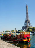 View of a living barge on the Seine in Paris — Stock Photo
