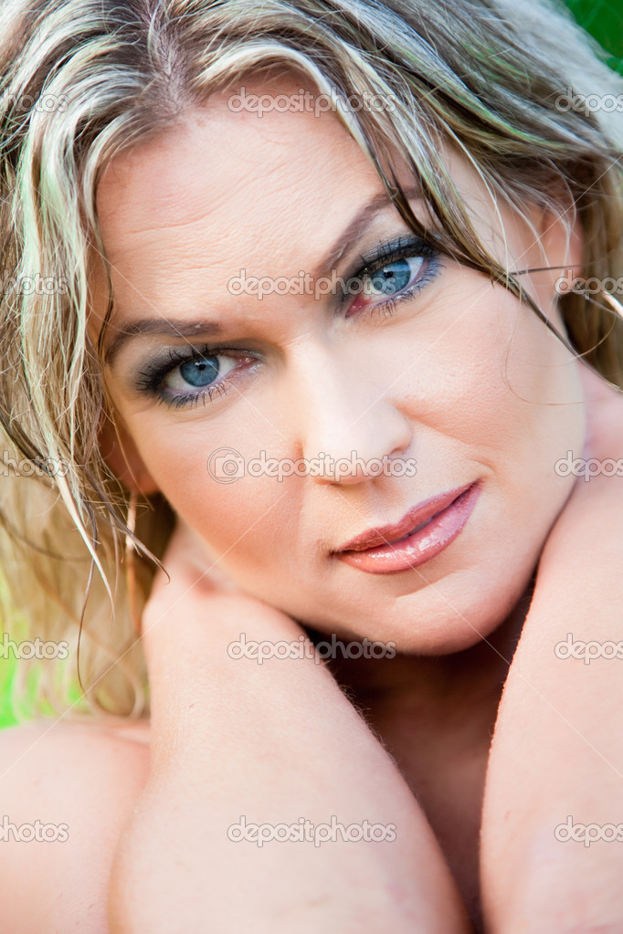 depositphotos_6908981-stock-photo-beautiful-woman-with-blue-eyes.jpg