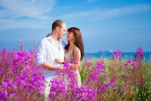 Romace among purple flowers near blue sea — Fotografia Stock