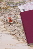Different color of pushpins showing the location of a destination point on — Stock Photo