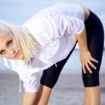 Female runner stretching — Stock Photo