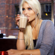 Foto Stock: Drinking coffee