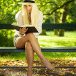 Reading in a park — Stock Photo