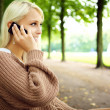 Sensual Blonde In Animated Conversation On Mobile — Stock fotografie