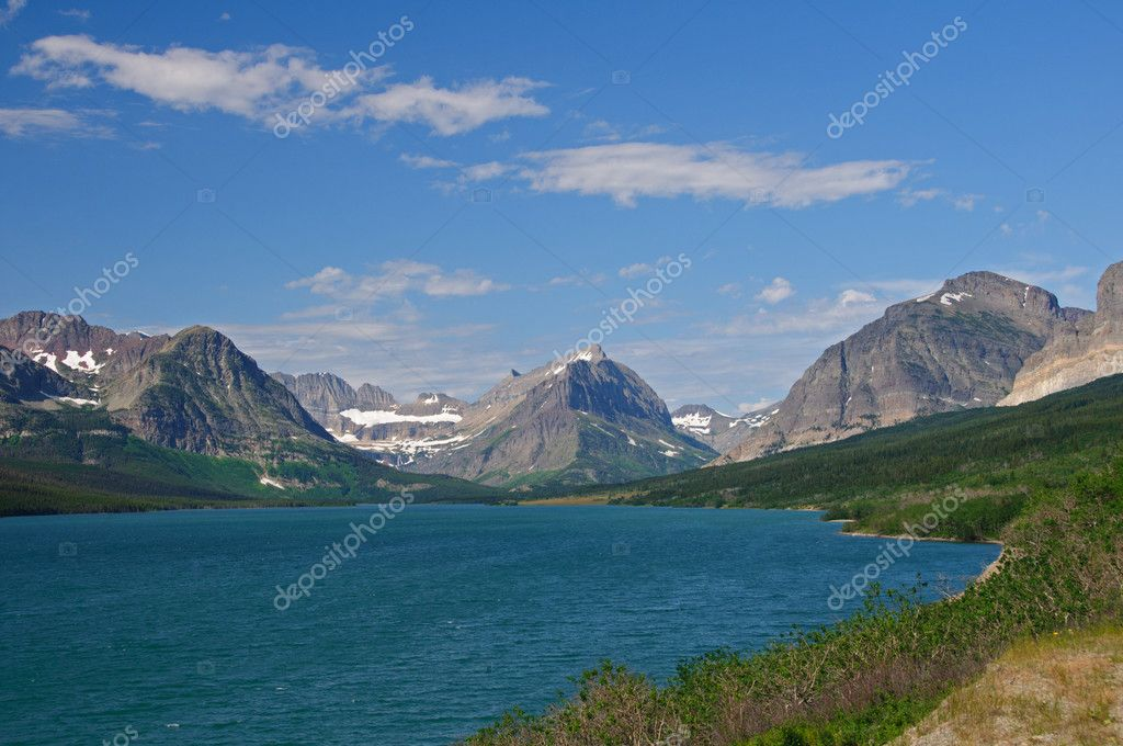 Lake Sherburne and the swiftcurrent area in Glacier National Park — Stock Photo #6979275