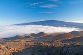 Clouds and clear skies from the Hawaiian Mountains — Stock Photo