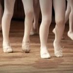 Ballet school. Little girls legs on pointes — Stock Photo