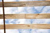 El cielo a través de tableros — Foto de Stock