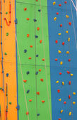 さまざまな色や diff で壁の訓練登山 — ストック写真