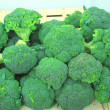 Heads fresh broccoli on a market stall — Stock Photo