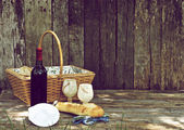 Rustic picnic for two. — Stock Photo