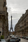Street with a view to Eiffel Tower — Stock Photo