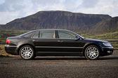 Executive black business sedan — Stock Photo