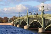 Puente de la trinidad en san petersburgo — Foto de Stock