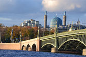 View of the Mosque and Trinity Bridge — Stock Photo