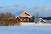 La casa del campesino en aldea rusa. — Foto de Stock