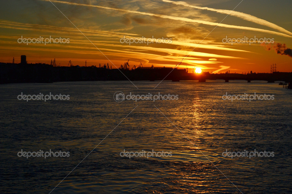 View of Neva river at sunset in St.Petersburg, Russia — Stock Photo #7627558