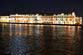 The State Hermitage Museum and Neva river at night — Stock Photo
