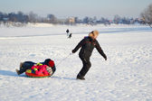 Man pulls a sled with children — Stock Photo