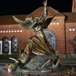 Statue in Independence Square at night, Minsk - Stockfoto