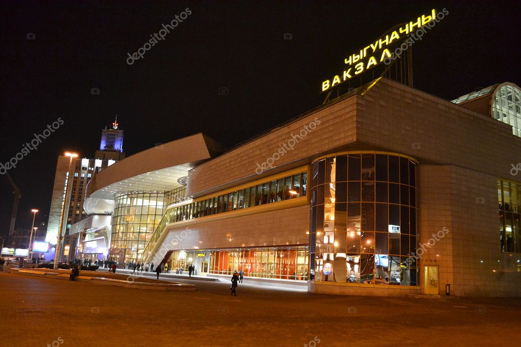Minsk, Belarus - March 12, 2011 - view of railroad station at night — Stock Photo #7930042
