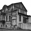 The old dilapidated building in the historic part of Vitebsk, Belarus. — Stock Photo
