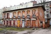 De oude vervallen gebouw in het historische deel van vitebsk — Stockfoto