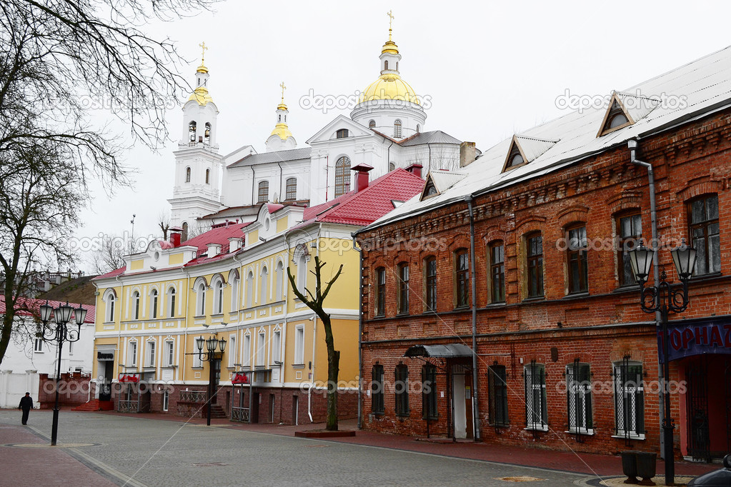 Vitebsk, Belarus - April 9, 2011: view of street in historic part of Vitebsk on a cloudy spring day — Stock Photo #7951708