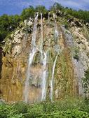 Waterfall in national park Plitvitskiye lakes, Croatia — Stock Photo