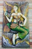 Arte tailandesa de mulher estátua no templo — Fotografia Stock