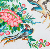 Chinese birds painting on wall in chinese temple — Stock Photo