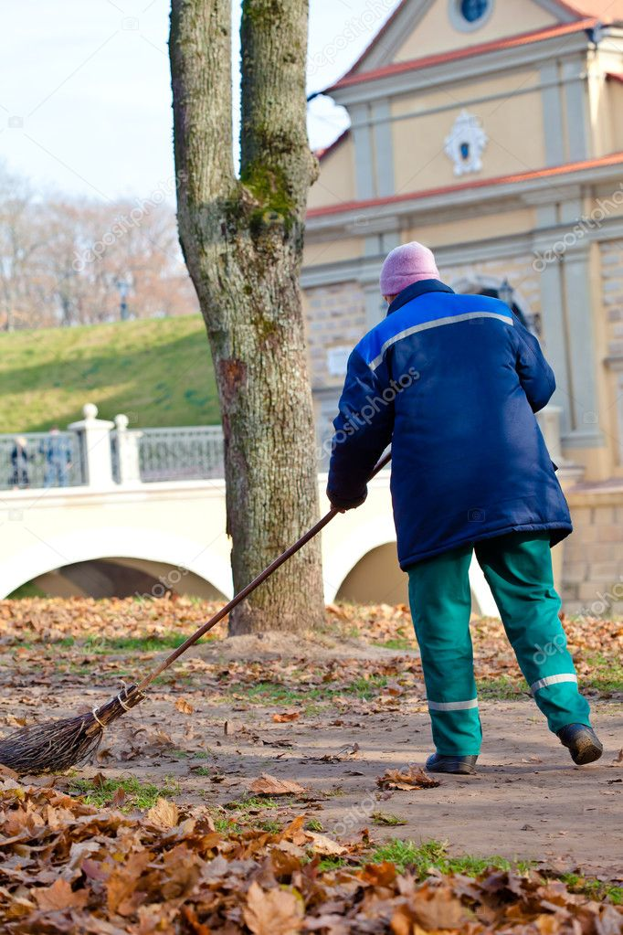 Working woman sweeping walkways in public park — Stock Photo #7505840