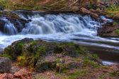 Chute d'eau pittoresque coloré en hdr — Photo