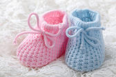 Blue and pink baby booties — Stock Photo