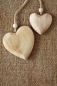 Twee houten harten — Stockfoto