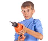 Мальчик с помощью дрели — Стоковое фото