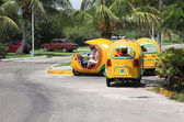 Yellow coco taxis in Varadero — Stock Photo