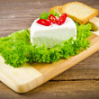Curd (Polish Twarozek) with tomatoes — Stockfoto #6844488
