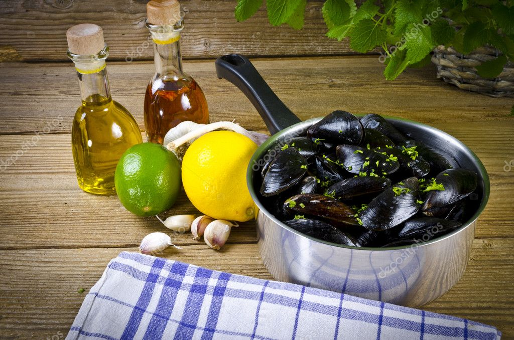 Mussels with ingredients  Stock Photo #6869040