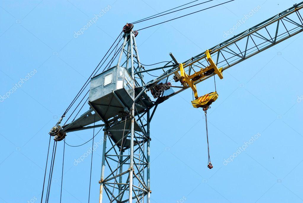 Gru a torre con cabina foto stock janifest 7179403 for Piani di cabina della torre di fuoco