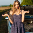 Confused girl did not know what to do with a car that broke down in a field — Stock Photo