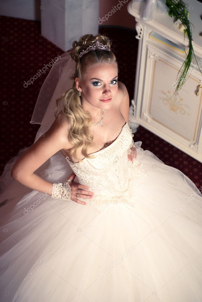 Beautiful young bride  — Stock Photo #7180249